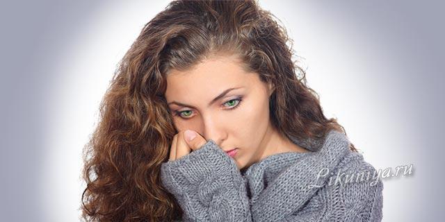 Женщина грустит о потере возлюбленного