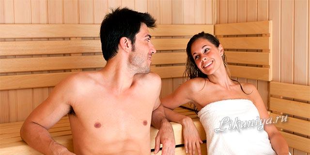 Парень и девушка в сауне